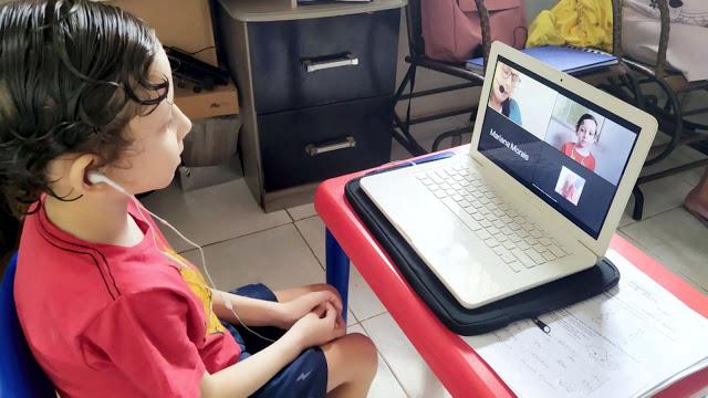 aluno-infantil-2-assistindo-aula